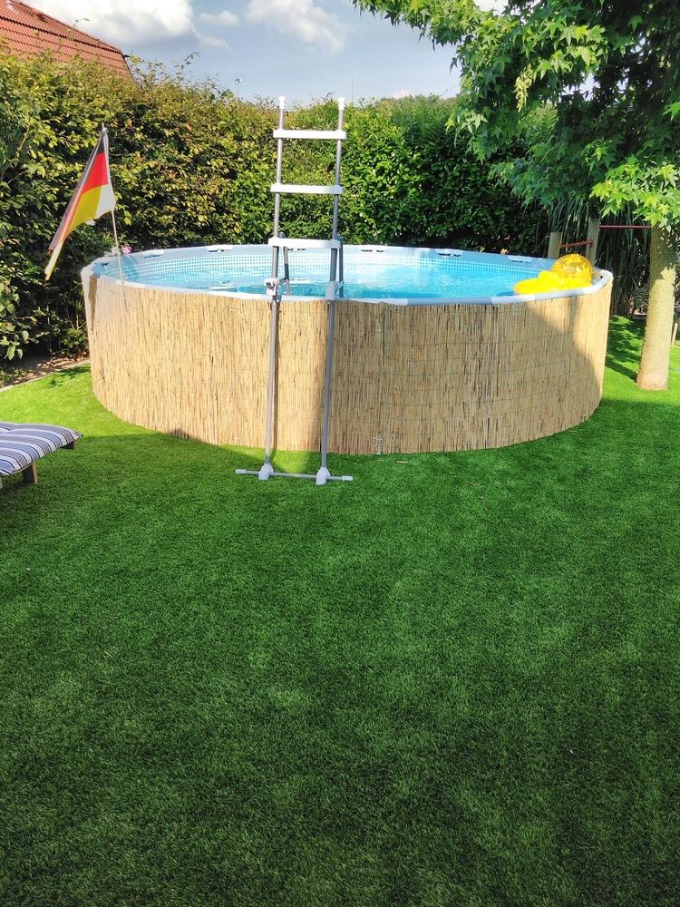 Kunstrasen Comfort-Line 50mm als Unterlage für Pool