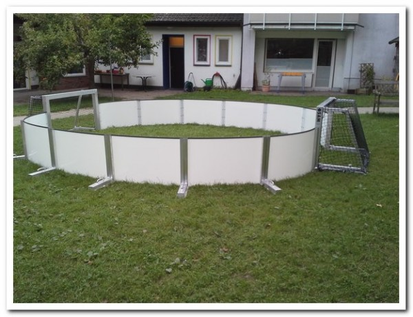 Modul1: Soccer-Arena - mit 10 Banden & 2 Toren optional inkl. 40m² Kunstrasen